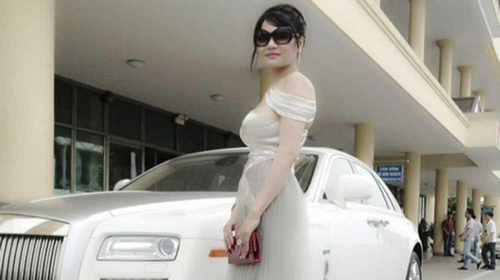 ữ đại gia này đang sở hữu một chiếc Rolls-Royce Ghost biển Lào trị giá khoảng 5 tỷ đồng.