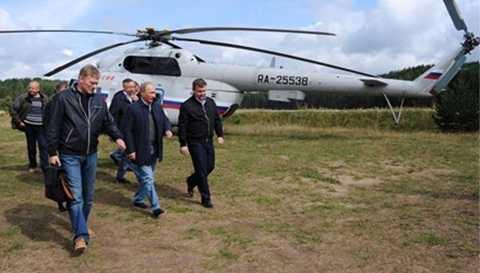 """Tổng thống Nga đáp trực thăng tới dự Diễn đàn Thanh niên """"Seliger-2014"""" diễn ra vào hôm 29/8"""