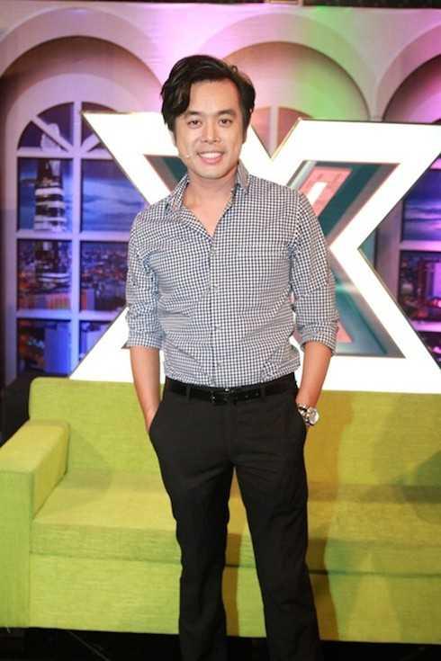 Nhạc sỹ Dương Khắc Linh giản dị với áo sơ mi đóng thùng.