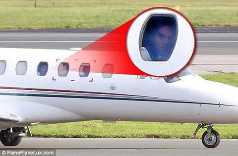 Falcao trên chuyến bay đến Manchester