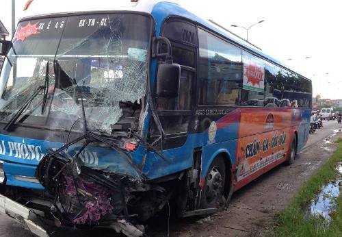 Chiếc xe khách do tài xế Nguyễn Xuân Tỉnh điều khiển gây tai nạn