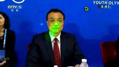 Thủ tướng Trung Quốc Lý Khắc Cường bị chiếu đèn laser vào mặt