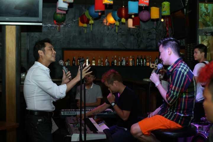 Ngọc Sơn cùng với các khách mời tham gia liveshow 'Dấu ấn' của mình là ca sỹ Đàm Vĩnh Hưng, Lý Hải và Phương Mỹ Chi đã có              buổi tập cùng với ban nhạc.