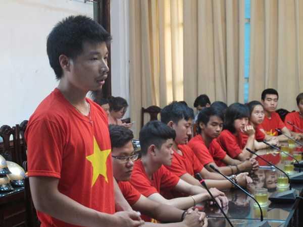 Trưởng nhóm phượt Phong Vân Lê Như Tiến cảm ơn ủy ban ATGT Quốc gia và Trung ương Đoàn TNCS Hồ Chí Minh đã ghi nhận đóng góp của những người trẻ tuổi trong nhóm