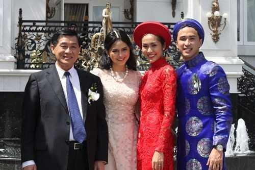 Ngọc nữ của làng điện ảnh Việt - Tăng Thanh Hà bên bố mẹ chồng.