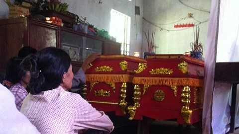 Người thân trong nhà đau buồn trước sự ra đi của ông bà Nghiệp