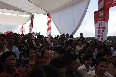 Hàng ngàn người dân vui mừng khi cầu đưa vào sử dụng