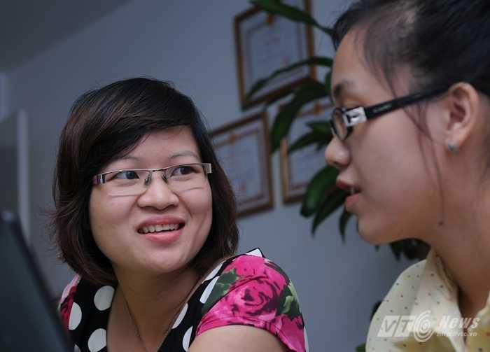 Cô Phạm Thị Thu Phương đang trả lời độc giả VTC News