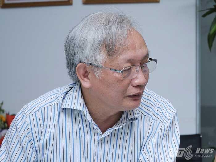 Thầy Nguyễn Tùng Lâm - Chủ tịch Hội tâm lý Hà Nội đang trả lời độc giả VTC News các vấn đề của kỳ thi quốc gia 2015