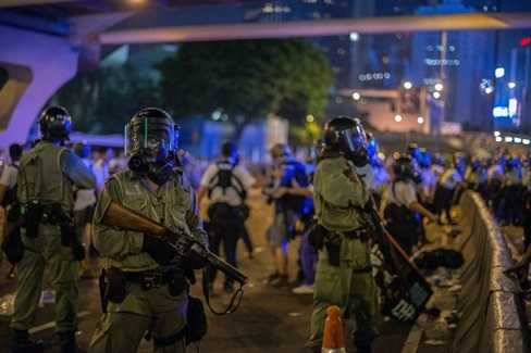 Cảnh sát chống bạo động Hong Kong được huy động trấn áp biểu tình