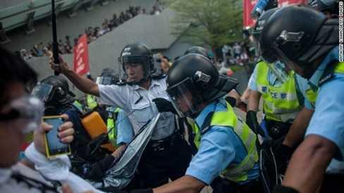 Cảnh sát Hong Kong trấn áp người biểu tình