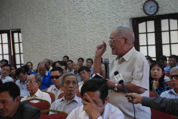Cử tri Nông Quang Lộc phát biểu ý kiến (Ảnh: ND)