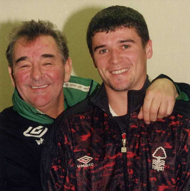 Roy Keane và cựu HLV của nottingham Forest, Brian Clough (trái)