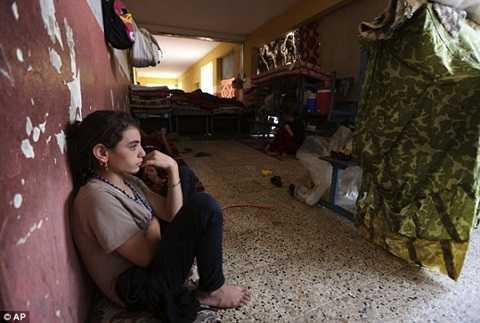 Một cô gái người Yazidi chạy trốn phiến quân IS