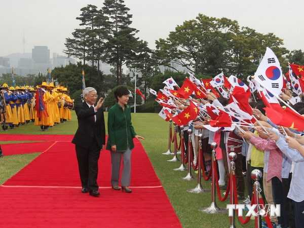 Tổng thống Hàn Quốc Park Geun-hye và Tổng Bí thư Nguyễn Phú Trọng tại Lễ đón - Ảnh TTXVN