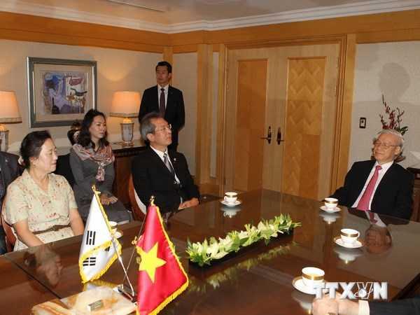 Tổng Bí thư Nguyễn Phú Trọng tiếp đại diện Hội những người yêu Việt Nam tại Busan - Ảnh: TTXVN