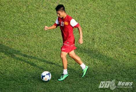 Tiền vệ Quang Hải