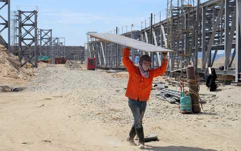 Kể từ sau sự kiện 14/5, đã có hơn 4300 lao động Trung Quốc qua và làm việc tại              Vũng Áng. Hiện mới chỉ cấp phép chưa đầy 1.000. Ảnh: Duy Tuấn.