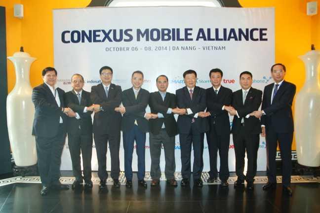 Ông Cao Duy Hải Giám đốc VinaPhone (đứng giữa) cùng các Lãnh đạo Liên minh Conexus