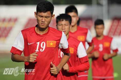 U19 Việt Nam sẽ mặc trang phục đỏ ở trận gặp U19 Nhật Bản và U19 Trung Quốc (Ảnh: Hà Thành)