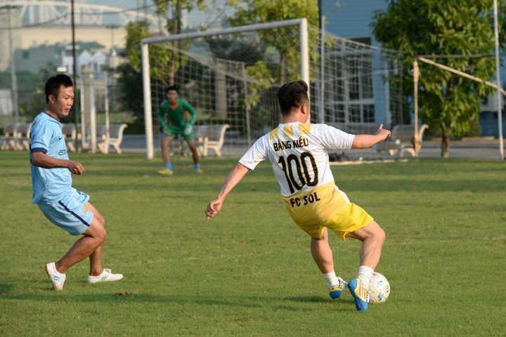 Trong trận đấu, ca sỹ Bằng Kiều đã ghi bàn từ 1 cú sút phạt rất đẹp mắtt và ấn định tỉ số 4 - 2 nghiêng về FC Sol.