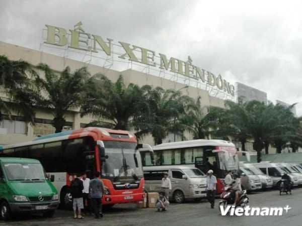 Các phương tiện chở khách ở bến xe Miền Đông. (Ảnh: Việt Hùng/Vietnam+)