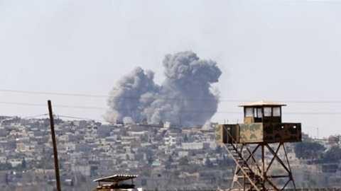 Khói bốc cao từ thị trấn Kobani gần biên giới Thổ Nhĩ Kỳ, nơi đang diễn ra chiến sự ác liệt