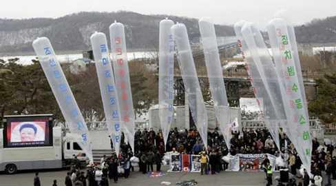 Các nhà hoạt động Hàn Quốc thả bóng bay chứa truyền đơn nói xấu chế độ Bình Nhưỡng