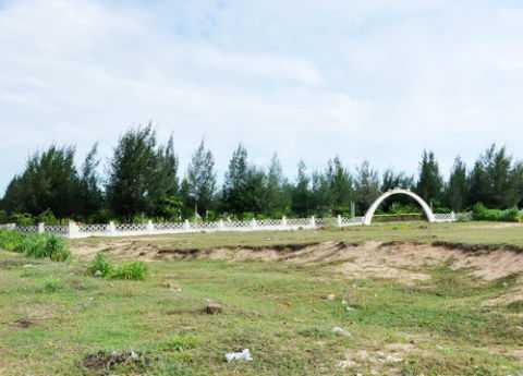 Công viên Hòa Bình Hàn - Việt đang bị tàn phá. Ảnh: VnExpress