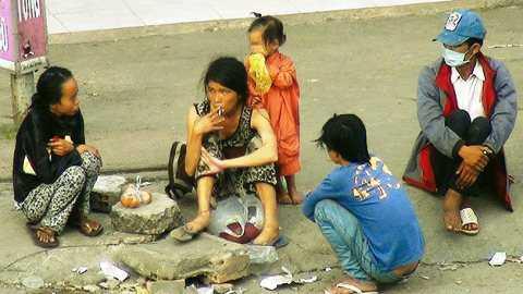 Người nghiện sử dụng cả trẻ con đi ăn xin để lấy tiền hút chích