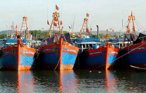 Đại gia đóng tàu lớn làm lái buôn Biển Đông.