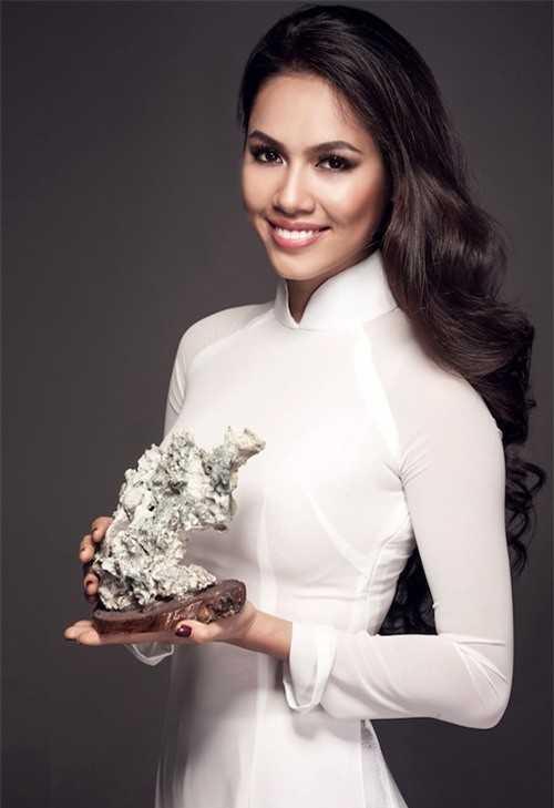 Á hậu Hoàng My là một trong những người đẹp Việt có kỹ năng phát âm tiếng Anh chuẩn.