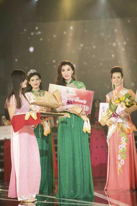 Trong đêm chung kết, 25 thí sinh đã trình diễn trên khan khấu với phần thi trang phục dạ hội và áo dài để chọn ra 5 người đẹp xuất sắc nhất được tham gia phần thi ứng xử.