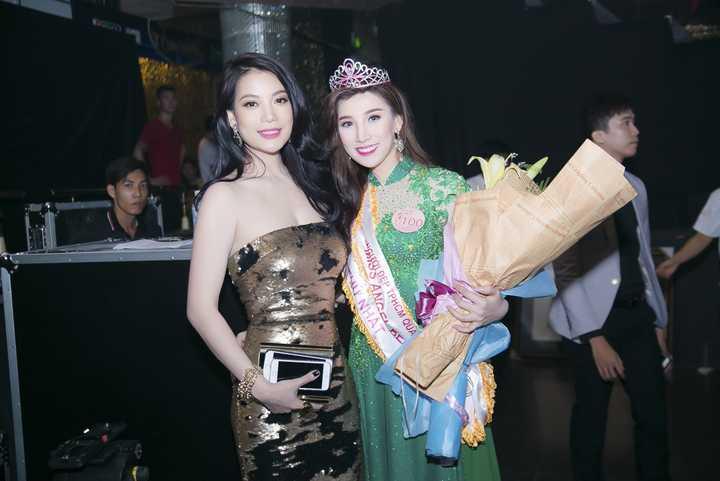 Người đẹp thứ nhất thuộc về Vũ Thu Thủy, sinh năm 1991, sở hữu chiều cao 1m70, cô hiện đang là người mẫu ảnh và diễn viên tự do.
