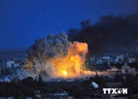 Thị trấn Kobane chìm trong khói lửa sau một trận không kích của liên minh do Mỹ cầm đầu