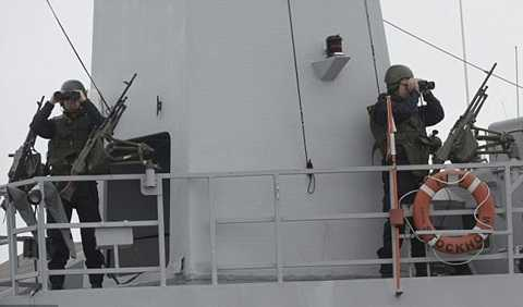 Hải quân Thụy Điển đã dọa dùng vũ lực với tầu ngầm lạ ngoài khơi nước này