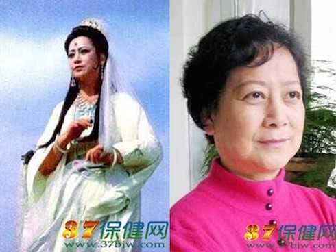 Quan Âm Bồ Tát - Tả Đại Phần: Diễn viên Tả Đại Phân là người đầu tiên được nhận giải Hoa mai về biểu diễn kịch của tỉnh Hồ Nam, Trung Quốc. Năm 54 tuổi, bà còn được chính phủ nước này, cũng như những chuyên gia Kịch hàng đầu thế giới trao tặng giải thưởng Đặc biệt - Giải Văn Hoa. Năm nay, nữ diễn viên đã 71 tuổi, nhưng so với năm 86 đóng Tây Du Ký, gương mặt bà vẫn không thay đổi gì nhiều.