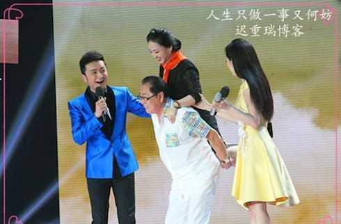 Ngày 9/11/2013, trong buổi họp mặt đoàn làm phim Tây Du Ký, Trư Bát Giới đã diễn lại cảnh 'cõng vợ' Cao tiểu thư.