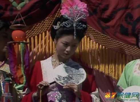 Mẫu thân Đường Tăng - Mã Lan: Nữ diễn viên xinh đẹp Mã Lan từng đóng vai mẹ của Đường Tăng. Cô kết hôn với học giả nghiên cứu về Văn Hóa nổi tiếng Trung Quốc - Dư Thu Vũ và có một cuộc sống gia đình đầy hạnh phúc.