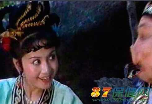 Cao Thúy Lan - Vợ 'hờ' của Trư Bát Giới - Ngụy Tuệ Lệ: Nữ diễn viên đóng vai Cao Thúy Lan, cô vợ hờ của Trưa Bát Giới trong Tây Du Ký là Ngụy Tuệ Lệ, sinh năm 1955, diễn viên của đoàn kịch Bắc Kinh. Cô là học trò của nhiều nghệ sỹ nổi tiếng trong giới như Mạnh Lệ Quân, Dư Quan Hà, Đường Trường Lâm...