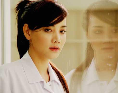 Trang Nhung đóng vai nữ bác sỹ