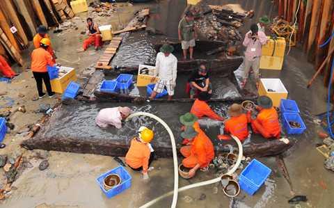 Công tác khai quật tàu cổ bị đắm tại khu vực biển Bình Sơn