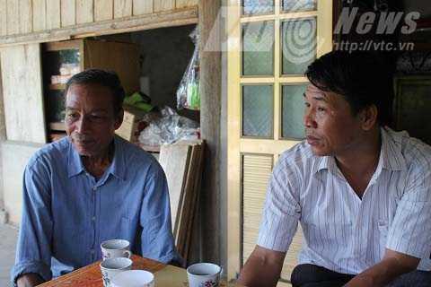 Ông Truy Văn Phát cùng ông Lò Văn Luân, kể chuyện về nguồn gốc vua Thái Đèo Văn Long