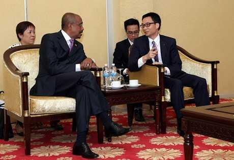 Phó Thủ tướng Vũ Đức Đam tiếp Phó Tổng Thư ký Liên Hợp Quốc Michel Sidibe. Ảnh: VGP/Đình Nam