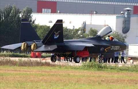 Hình ảnh được cho là chiến đấu cơ tàng hình thế hệ thứ 5 mang tên J-31 của Trung Quốc