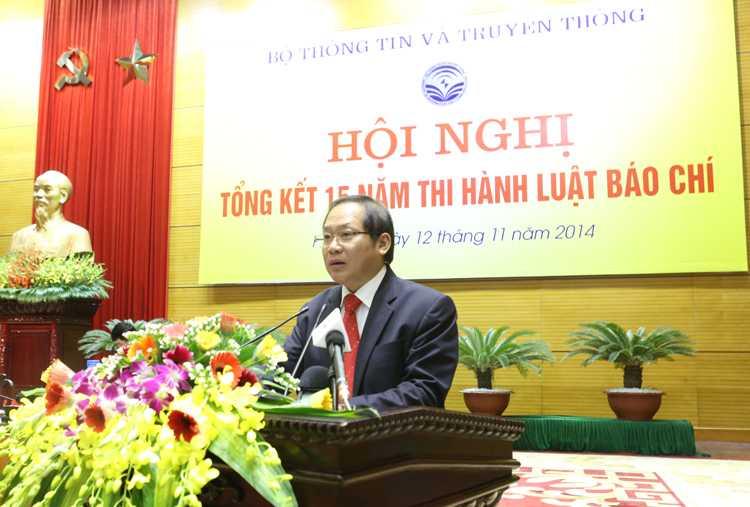 Thứ trưởng Bộ TT&TT Trương Minh Tuấn đọc báo cáo tại Hội nghị. (Ảnh: MIC)