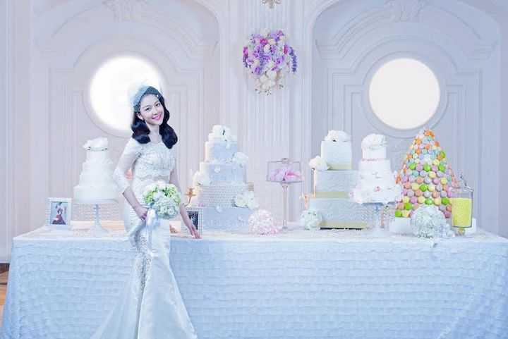 Linh Nga chia sẻ cô cảm thấy lâng lâng khi được chụp bộ ảnh cưới ở lễ đường hiện đại và hoành tráng nhất miền Bắc hiện tại.