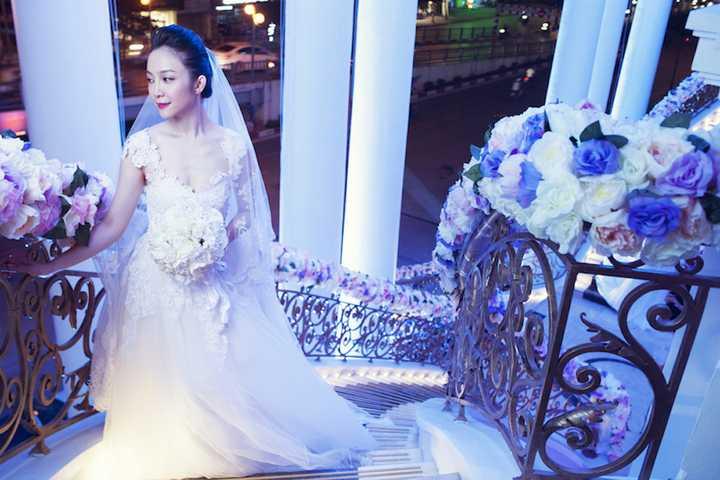 Vào thời điểm tháng 12 năm ngoái, triển lãm áo dài của Linh Nga tại nhà hàng của cô tại thành phố Hồ Chí Minh cũng được quan tâm bởi ý tưởng, hình ảnh nhân văn, và là một triển lãm vô cùng ý nghĩa dành cho chiếc áo dài Việt.