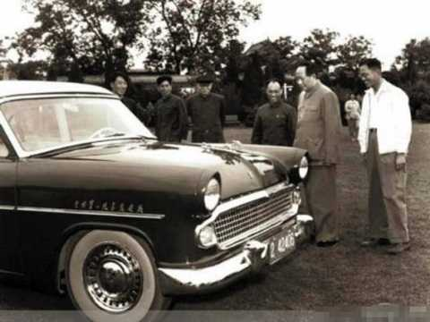 Mao Trạch Đông bên chiếc xe Hồng Kỳ