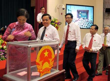 Cán bộ Hà Nội bỏ phiếu tín nhiệm. (Ảnh minh họa)
